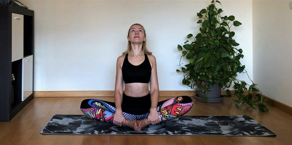 Movilidad espalda yoga