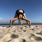 Prasarita D: yoga estiramiento isquiotibiales