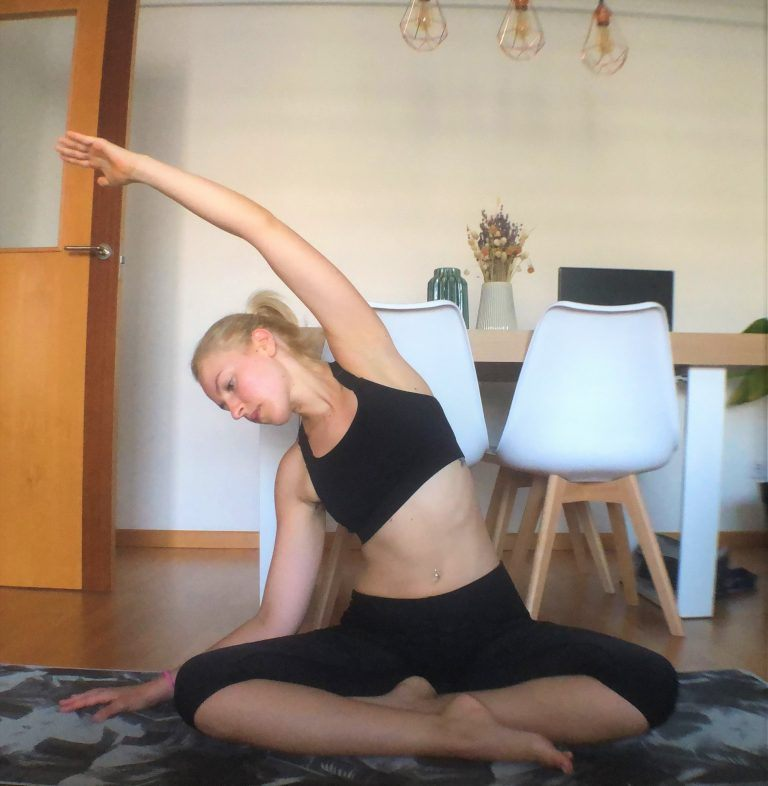 Yoga estirar espalda