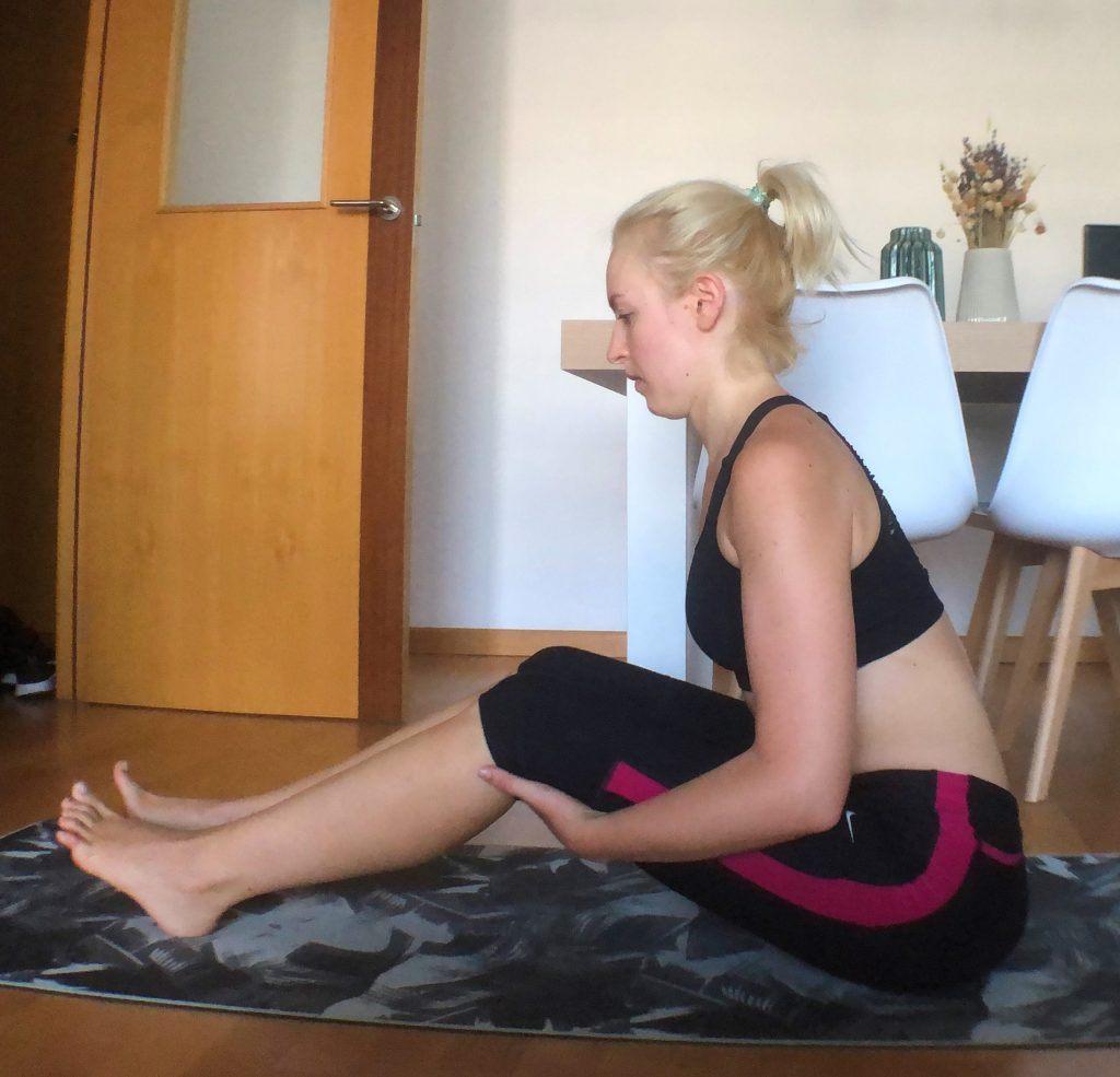 yoga estirar piernas