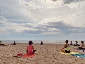 yin yoga en Alicante, Playa de San Juan