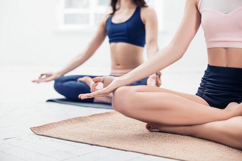 clase de yoga y meditacion